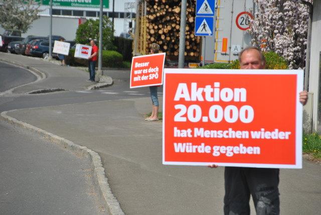 Die obersteirische SPÖ protestiert: Eine lebende Plakatstraße von Bruck bis Kapfenberg.