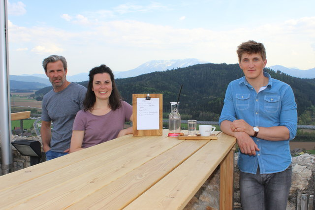 Christian Grübler, Silke Senekowitsch und Michael Mautz betreiben ab 1. Mai die Schlossbergschänke am Griffner Schlossberg. (von links)