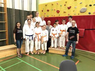 Das erfolgreiche Team der Zen Tai Ryu Sportunion St. Veit rund um ihren Sensai Josef Renz (Mitte).