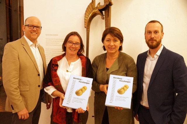Buchpräsentation mit Holger Wendling, Karin Wiltschke-Schrotta, Stadträtin Eveline Sampl-Schiestl und Thorsten Rabsilber (v.l.n.r.).