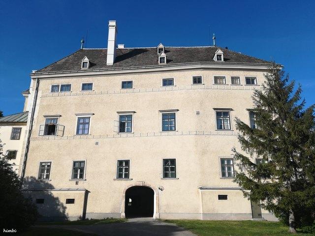 Altes Schloss, jetzt Film Archiv