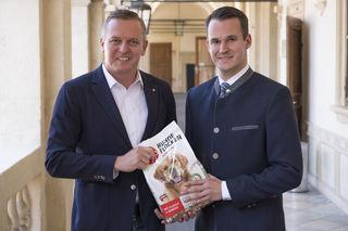 Mario Kunasek und Stefan Hermann zogen Bilanz über die Tierfuttersammelaktion der FPÖ Steiermark.
