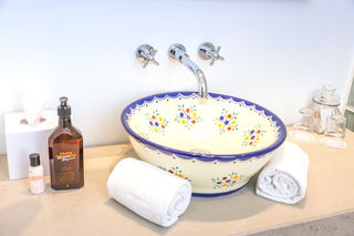Jedes Waschbecken ist individuell und verleiht den Zimmern einen einzigartigen Charakter.