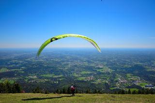 Dieses Gefühl, vom Boden abzuheben und Graz aus der Luft zu erleben: Am Wochenende sind 120 Paragleiter beim Schöckl Pokal dabei.