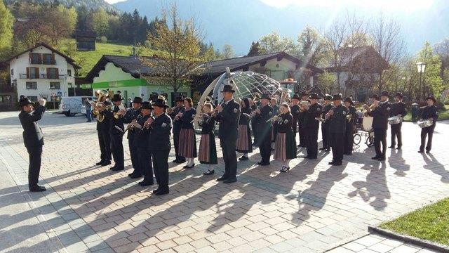 In Obertraun marschieren mehr als 30 Musiker durch das Gemeindegebiet, um die Bevölkerung am 1. Mai aufzuwecken.