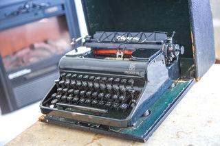Die Schreibmaschine in der neuen Suite ist ein Originalstück.