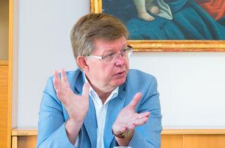 Eröffnet die Ausstellung: Caritas-Direktor H. Beiglböck.