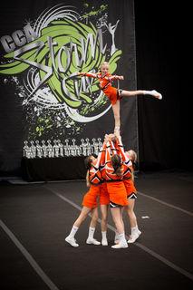 Die Twisters Cheerleader traten erfolgreich beim StormCup an.