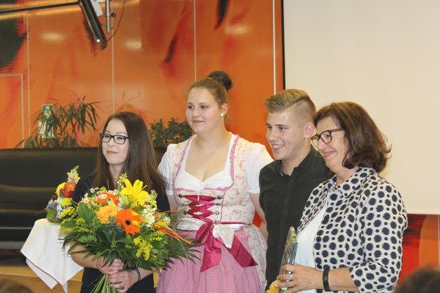 Schülervertretung gratulierten Direktorin Lienbacher