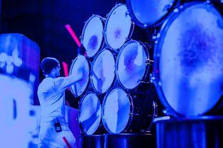 """Das Drumatical Theatre gastiert mit seiner Percussion-Show """"7"""" in der SimmCity."""