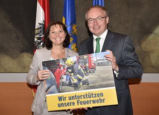 Doris Schmidl und Stephan Pernkopf setzen sich für die Feuerwehren des Landes ein.