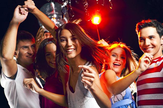 Wenn man sich an die Bestimmungen nach dem Jugendschutzgesetz hält, steht dem unbeschwerten Abfeiern auf Sommerfesten und Partys nichts im Weg.