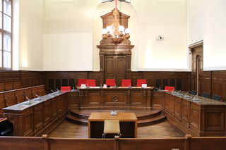 Prozess im Schwurgerichtssaal des Landesgerichts Ried: Jener Serbe, der seinem Vater, einem Häftling der Justizanstalt Suben, am 5. Februar 2018 zur Flucht verholfen hatte, stand vor Gericht.