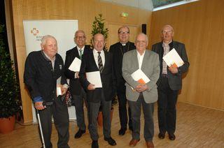 Ein Gruppenbild mit den Geehrten aus dem Bezirk Reutte .