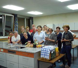Elke Oberhauser von Best of the Rest (vorne Mitte) und die Workshopteilnehmer in der NMS Bleiburg