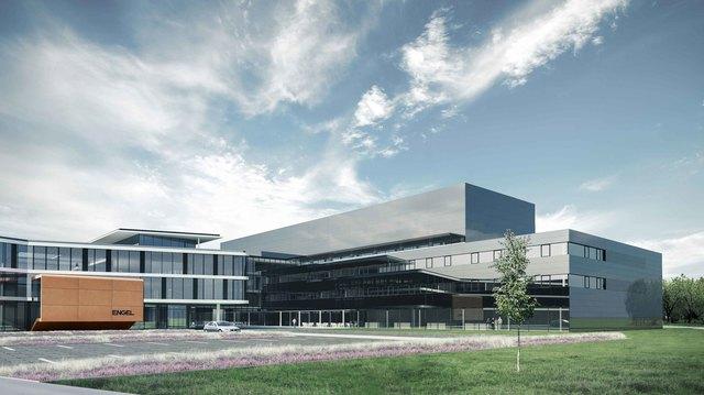 Noch bis zum Herbst wird am Stammsitz von Engel in Schwertberg gebaut. Der Neubau erweitert die 2013 errichtete Fertigungshalle Nord. Über der Montage wird sich das neue Kundentechnikum befinden.