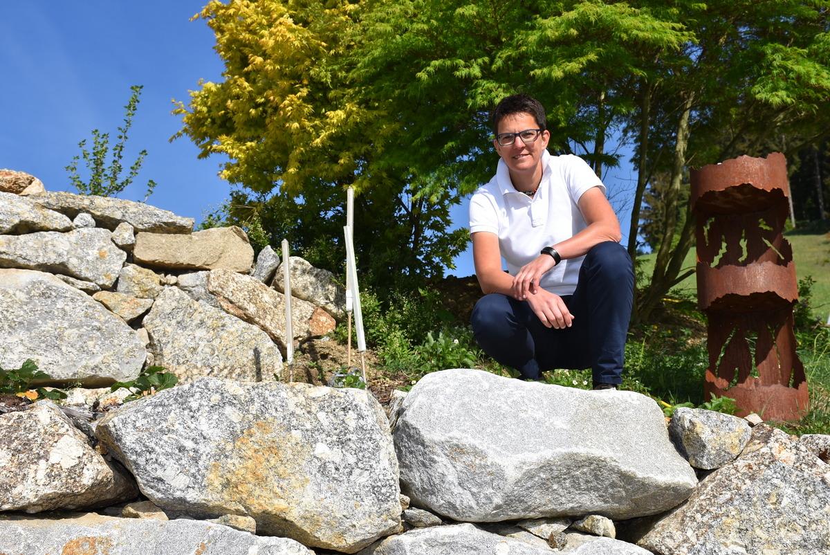 Kraft Tanken Im Eigenen Garten Durch Steine Holz Metall Und