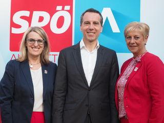 (v.l.n.r.): Landesrätin Ulrike Königsberger-Ludwig, Bundesparteivorsitzender Christian Kern und Bürgermeisterin Ursula Puchebner