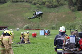 Bei der diesjährigen Bezirksübung der Waldbrandbekämpfung wurde das Einsatzkommando der Feuerwehr von drei Hubschraubern des Bundesheers und der Polizei tatkräftig unterstützt.