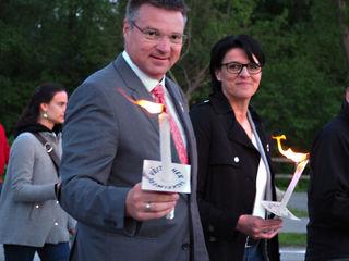 Landesgeschäftsführer Bürgermeister Wolfgang Kocevar, Nationalratsabgeordnete und Bezirksvorsitzende Bürgermeisterin Renate Gruber beim Fackelzug