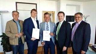 An Verkehrsminister Norbert Hofer übergaben Wilhelm Thomas, LAbg. Bernhard Hirczy, NR-Abg. Nikolaus Berlakovich und Leonhard Pint eine Petition mit Infrastruktur-Forderungen.