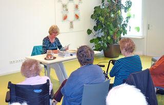 Autorin Rosi Lochmann las im Tagungshaus Wörgl aus ihrem jüngsten Buch.