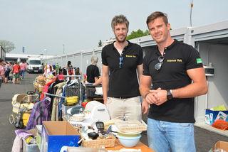 Harald Schmidt und Alexander Bergkessel am Garagenpark-Flohmarkt