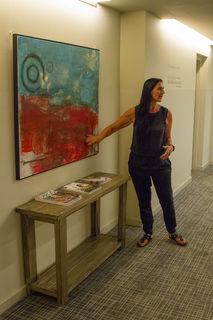 """Mit der Ausstellung """"Auf dem Weg zur Leichtigkeit"""" zeigt Roswitha Steinwender im Loisium Ehrenhausen eine breite Palette ihres künstlerischen Schaffens."""