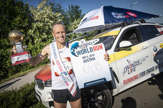 Wolfgang Wallner jubelte mit großartigen 64,18 Kilometern über den Sieg beim Worldrun in Wien.