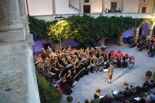 Kameradschaftskapelle und Militärmusik werden im Schlosshof zu erleben sein.