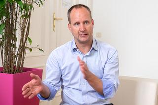 Überraschung bei den NEOS: Parteichef Matthias Strolz gibt bis Ende Juni die Parteiführung ab.