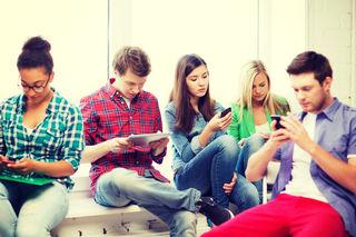 Reger Informationsaustausch zwischen Gemeinde und Bürgern: SMS, Apps und soziale Medien werden gefragter.
