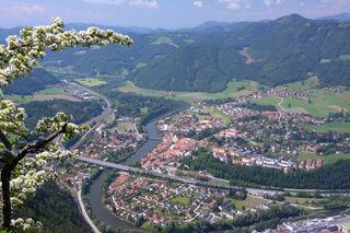 Arbeitsplätze, gute Anbindungen und immer im Grünen: Graz-Umgebung hat für Familien und Unternehmen viel zu bieten.