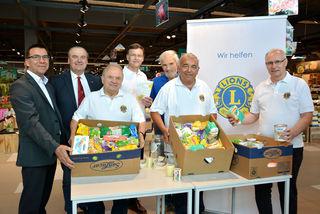 Lions sammel für bedürftige Menschen im Supermarkt