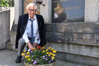 Johann Mitterlehner pflegt das Denkmal schon zwei Jahrzehnte.