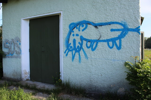 Beschmierungen an einem Trafohäuschen im Gemeindegebiet von Uttendorf.