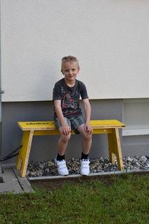 Eine kostenlose Sitzmöglichkeit für den kleinen Elias...
