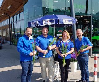 Die FPÖ St. Andrä-Wördern wünschte nach alter Tradition auch heuer wieder einen schönen Muttertag mit Blumen und Süßigkeiten.
