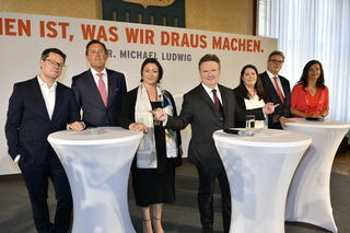 Das ist die neue Wiener Stadtregierung: Jürgen Czernohorszky, Peter Hanke, Veronica Kaup-Hasler, Michael Ludwig, Kathrin Gaál, Peter Hacker und Ulli Sima. (v.li.)