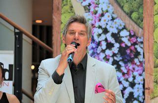 """Silvio Samoni ist auf großer Promotion Tour und stellte am Samstag seinen begeisterten Fans, das neue Album """"Goldene Schlager - Folge 2"""" vor."""