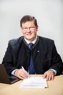 Der Bezirksstellenleiter des Arbeitsmarktservice in Scheibbs freut sich über die aktuellen Zahlen.