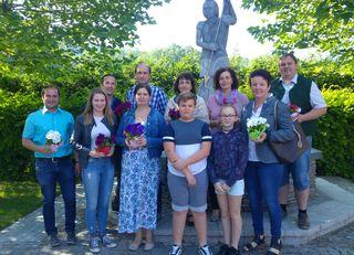 Die Junge Volkspartei überreichte den Mamas in St. Georgen an der Leys zum Muttertag Blumen.