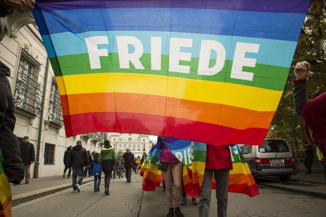 Für Solidarität und Frauenrechte marschieren zahlreiche Vereine am 26. Mai um die Ringstraße und schließen eine Menschenkette.