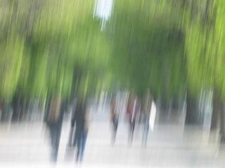 """""""Impressionistisches"""" Werk aus dem Augarten: Durch die Kamerabewegung werden die Objekte verschwommen."""