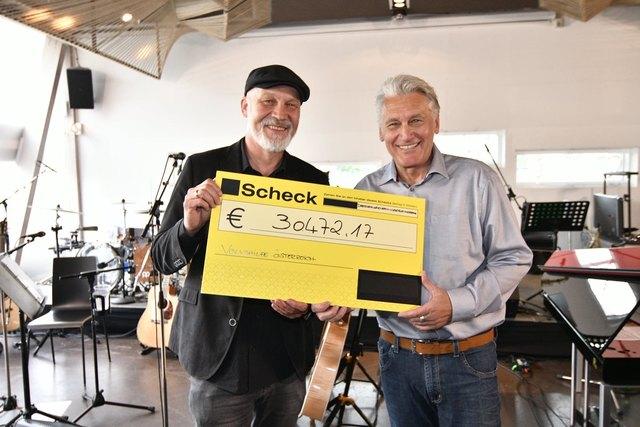 Volkshilfe-Boss Erich Fenninger mit Rainhard Fendrich (r.).