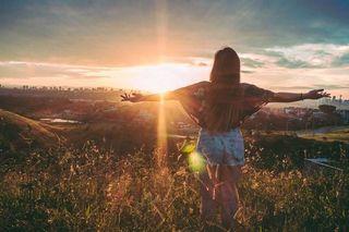Glücklich sein im Sonnenschein? Wir werfen einen Blick zurück auf das Jahr 2017 und zeigen dir, wie viele Sonnenstunden der letzte Sommer für Österreichs Gemeinden parat hatte.