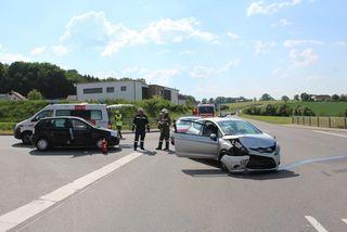Kollision vor dem Feuerwehrhaus: Im Kreuzungsbereich der Landesstraße L89 in Steinakirchen am Forst krachte es.