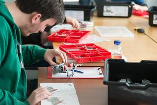 Menschen mit Autismus sind logisch-analytisch begabt und meist in technisch-mathematischen Berufen oder im IT-Bereich tätig.