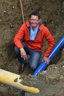 """Wasserreferent Vzbgm. Siegfried Huber nutzt Synergien mit dem Straßenbau: """"Einmal aufgraben und Kosten sparen"""""""