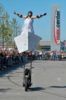 """Stuntfahrer """"Mókus"""" begeisterte schon im Jahr 2011 das Publikum beim Bikerfest."""